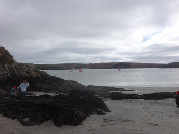 Der kleine Strand bei Kinsale, er geht nach rechts noch weiter aber da standen zu viele Menschen darum gabs kein schönes Foto