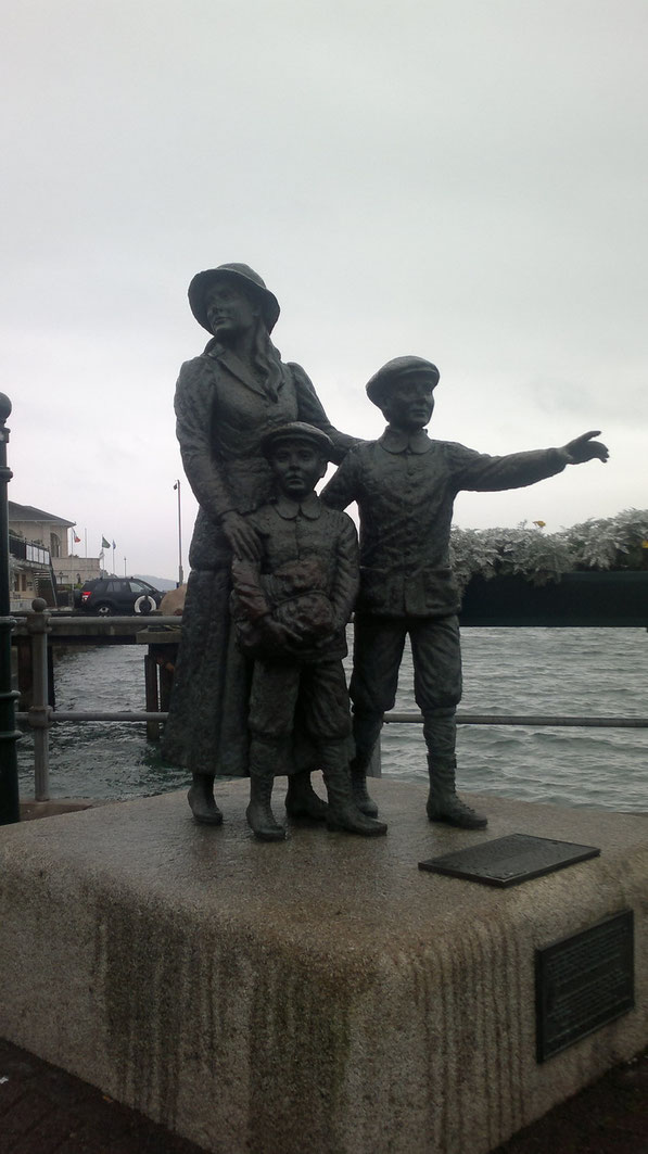 Sie war die erste Irin auf Ellis Island, zusammen mit ihren Brüdern
