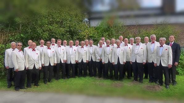 Der Chor vor der FRIEDENSKIRCHE Berne beim Konzert zum 90. Jubiläum des Berner Frauenchores
