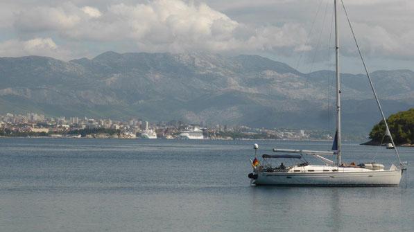 Blick von der Halbinsel Ciova auf Split