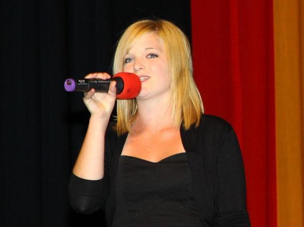 """""""Satellite"""", gesungen von Selina Gehrlein (9a)"""