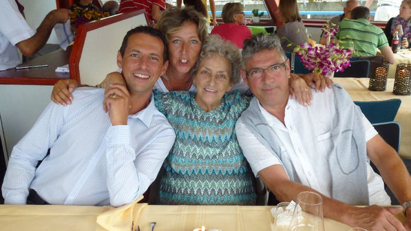 Meine Brüder, ich und meine Mama, die 80 geworden ist