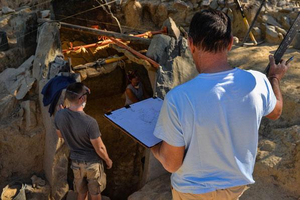 Megalithgrab Ausgrabung für Freiwillige