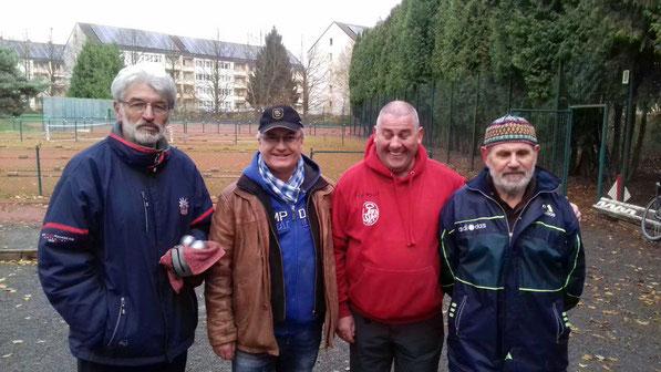 v.l. Drago u. Eberhard (geteilter Platz 3), Helmut (Platz 1) und Jürgen (Platz 2)