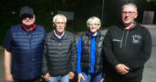 v.l. Jürgen Reckemeyer(2), Walter Schneider(1), Petra Herrmann(3) u. Andreas Schlicht(3)