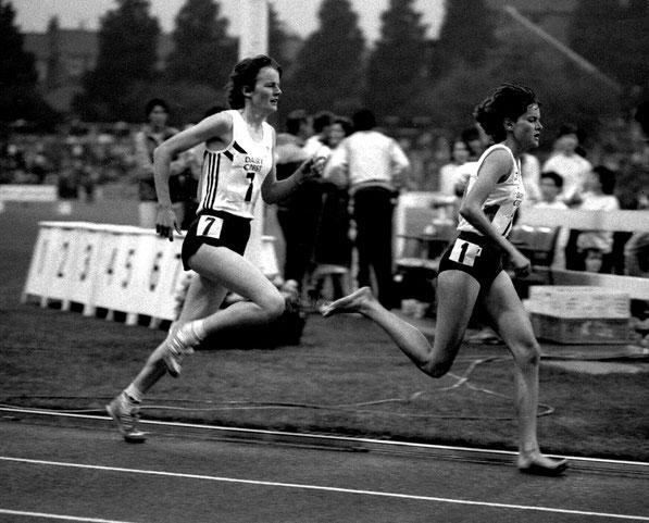 Zola Budd leads Yvonne Murray, 1984