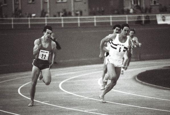 Cameron Sharp (22) beats Allan Wells 21.01 to 21.03 to win SAAA 1982 200 metres