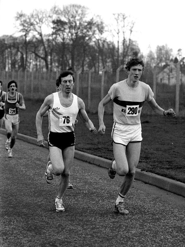 Alan Puckrin (290) and Adrian Weatherhead in Tom Scott road race