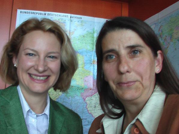 Ein Erinnerungsfoto von meinem Besuch bei Frau Liebscher im Bundeskanzleramt.
