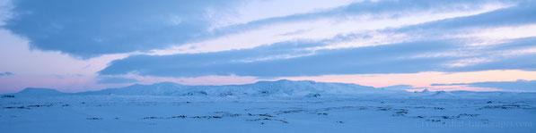 Askja / Dyngjufjöll Panorama from amidst the desolate Útbruni lava field (winter, ódáðahraun, odadahraun, lockstindur, lokatindur, öskjuvegur, utbruni, kollur, litlakista, storakista, dreki, ski, expedition, vatna, tent, kollóttadyngja, hvammfjöll))