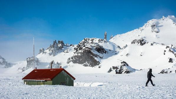 Winter, Mývatnsöræfi, Ferðafélag Akureyrar, Bræðrafell, Hut, Öskjuvegur, Hiking, Wanderer, Braedrafell, Ice, Snow, Sunset, Cold, Ódáðahraun, Odadahraun, Lava, Iceland, Island, spire, Útbruni