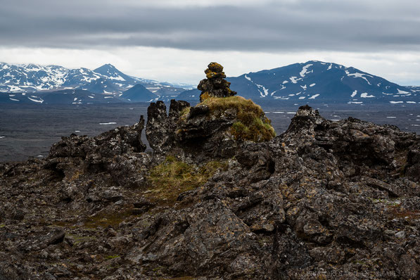 A very old cairn on the highest point of Veggjabunga. Herðubreiðarfjöll and Gjáfjöll in the background.
