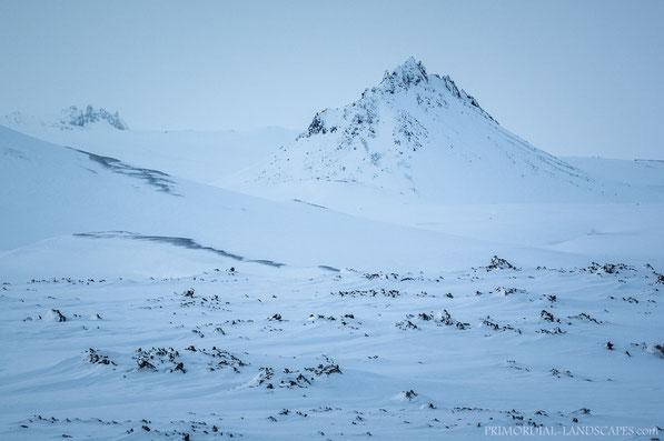 Lokatindur, Lockstindur, tuff, Tvíburatindur, Útbruni, Dyngjufjöll, Askja, Ódáðahraun, Island, Winter