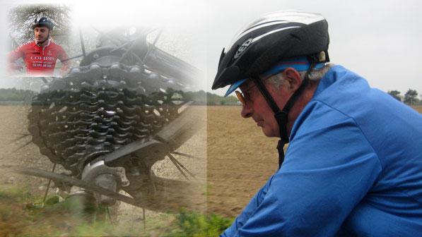 Un vrai costaud notre Daniel: Sur le vélo mais aussi pour dépanner un copain...