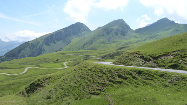 Des paysages magnifiques et une belle boucle de 100 kms au départ de Nay ( Total Dénivelé: 2549 ml )