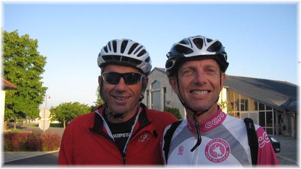 Raphaël et Philippe ( les faux-jumeaux du CCPL...) vont profiter d'un ciel clément pour aller grimper le col de Marie-Blanque par l'éprouvant versant d'Escot!