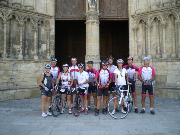 Le groupe au complet devant la Cathédrale de Bazas