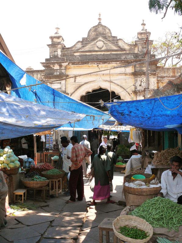 Der quirlige Devaraja-Markt in Mysore  (Foto Jörg Schwarz)