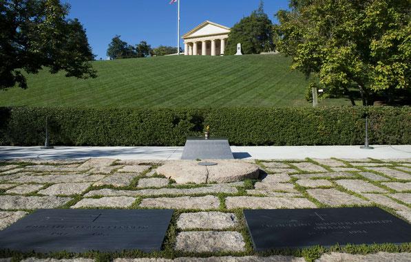 Graf van J.F. Kennedy en zijn vrouw Jaqueline Bouvier-Kennedy