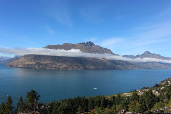 Der Blick von Bob's Peak auf den Lake Wakatipu an dem Queenstown liegt