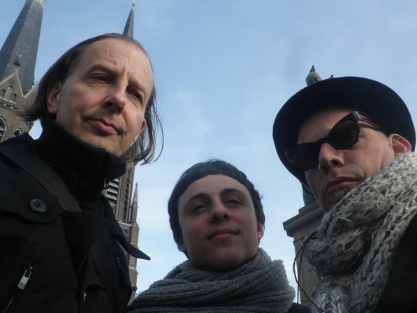 on tour - going for a walk in Tilburg (Dieter, Oscar der Winzige and Inox) - self portrait