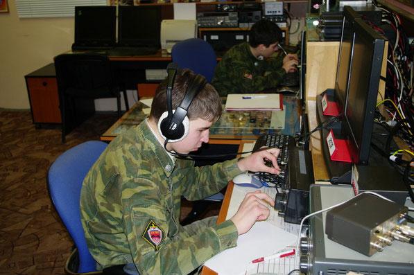 Курсанты Центра специальной военной подготовки совершенствуют навыки практической радиосвязи на радиостанции ЦПК.