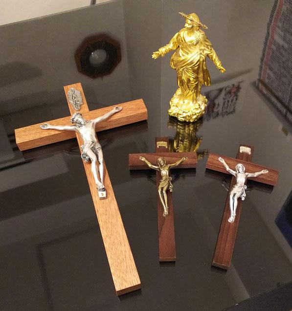 右上はミラノ大聖堂の黄金マリア像