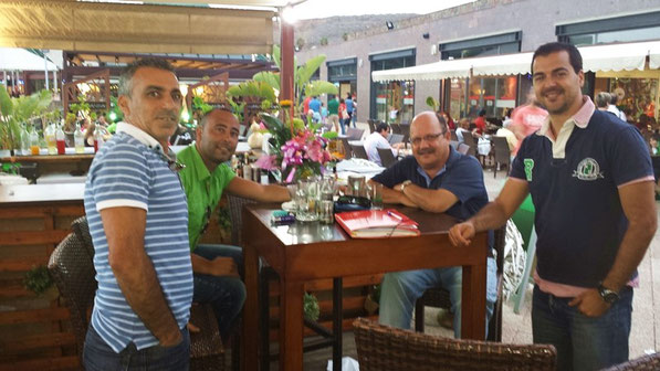 Carlos, Oliver (el genetista), Adolfo, Chedey