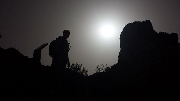 El Roque Bentayga se erigió, además, como una inexpugnable fortaleza natural donde los canarios se refugiaron y resistieron a las agresiones perpetradas por las huestes castellanas, aunque, sobre todo, representó un lugar de culto religioso.