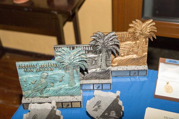 """Trofeos """"Palmera Canaria"""" oro, plata y bronce."""