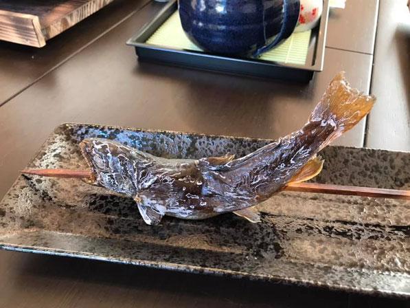 1時間かけてじっくり焼いた「御嶽岩魚の炙り焼き」