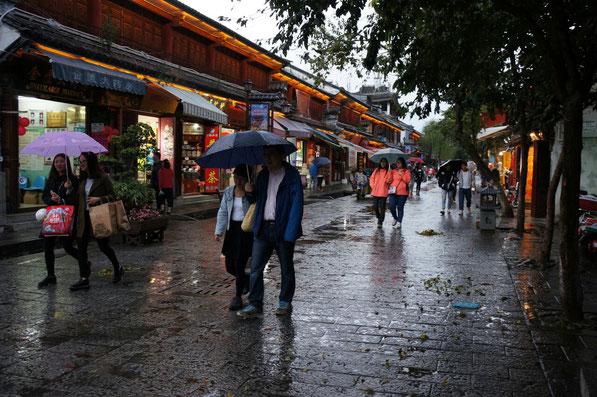 Les rues piétonnes de Dali sous la pluie