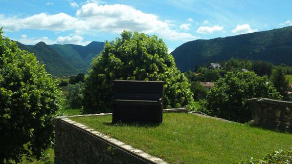 Exposition, Installation, Volière aux Pianos, Château de Montmort, Hautes Alpes