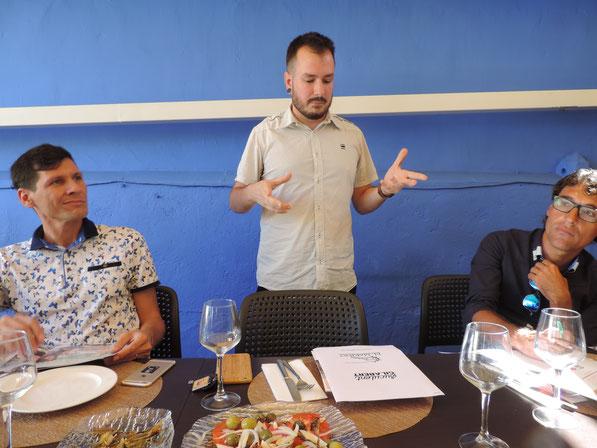 Momento en el que Suculent Gilabert explicaba el contenido de sus ponencias en Chile