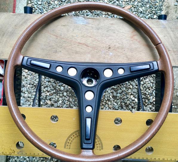 車の内装修理_コロナのハンドル割れを補修