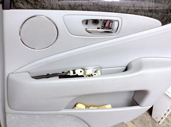 レクサスのインテリアリペア ドアトリムの劣化・穴・傷を修理・塗装