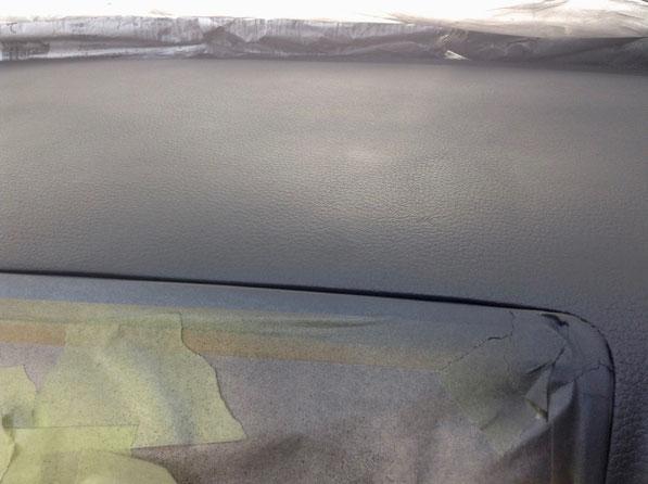 レガシィのダッシュボード傷 両面・固定テープ痕 ひび割れの修理と塗装