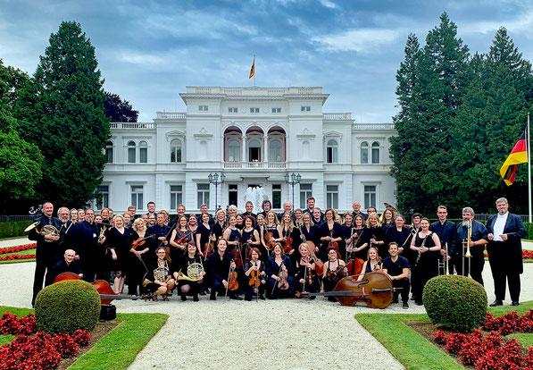 Junge Sinfonie Köln e.V. vor der Villa Hammerschmidt 2019