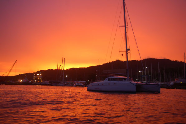 Spektakulär, Sonnenuntergang nach einer Regenperiode......Chaguaramas / TRINIDAD, Juni 2013
