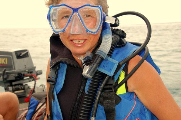Gleich ist es soweit, Rolle rückwärts ins Wasser.....  Tolle Zeit auf BONAIRE  AUG. 2013
