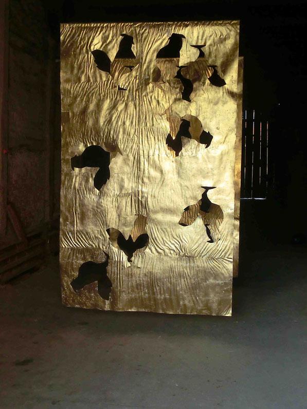 Glanz und Gloria, cut out, Papier, Schlagmetall, 2012