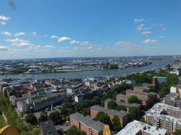 vue sur le port depuis le clocher de l'église Saint Michel