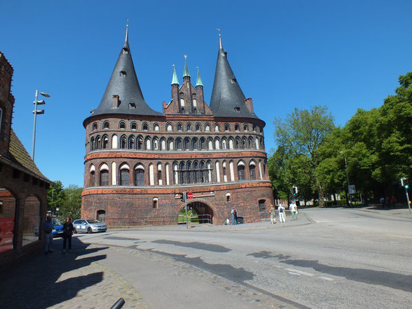 la Holstentor vue de l'intérieur de la vieille ville