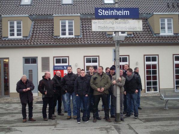 Herren-Schießgruppe auf dem Bahnhof Steinheim