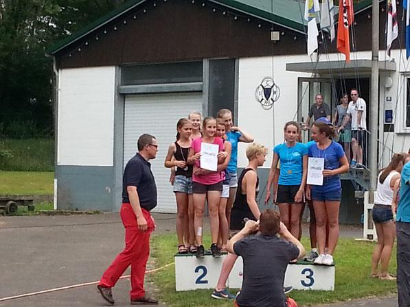 Hier sehen sie unsere Mädels bei der Verleihung der Silbermedaille. Zu sehen sind: Anna Rebelein, Jolanthe K. Kalinowski, Paula Brede, Finnja Klossok und Johanna Schaub