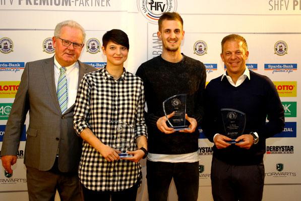 Hans-Ludwig Meyer mit den drei Siegern Alina Witt, Dominick Drexler und Markus Anfang. Foto: PN