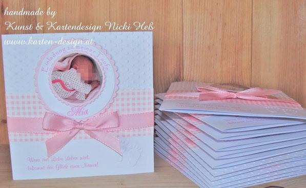 Taufeinladungen in karo rosa, gebastelt in Handarbeit, Einladung zur Taufe von Kartendesign Heß, Einladungskarte mit Foto