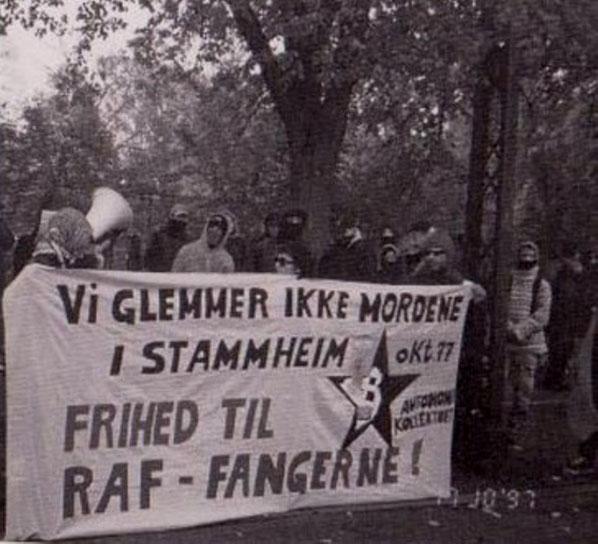 "Manifestation foran den tyske ambassade, oktober 1997- arrangeret af de to autonome tidsskrifter  ""Propaganda"" og ""Autonomi""  / autonomi-kollektivet"