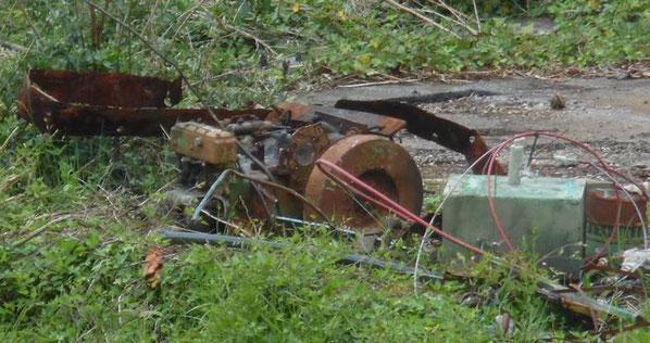 Mai 2016, il ne reste du Pirate qu'un tas rouillé de son vieux moteur Bolinder de quelques ferrures et le réservoir de gas-oil en cuivre (Photo Gégé Richard)