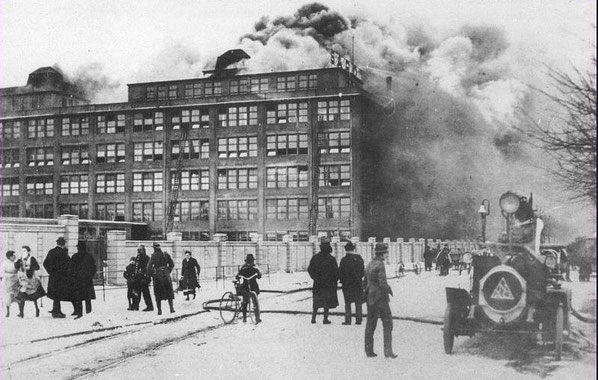 Feuerwache Urban in der Wilmsstraße. Brand von Sarotti.